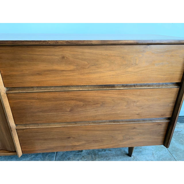 White 1950s Mid Century Modern Bassett Chest of Drawers For Sale - Image 8 of 10