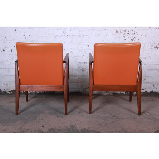 Jens Risom Mid-Century Modern Sculpted Walnut Lounge Chairs, Pair For Sale - Image 10 of 12