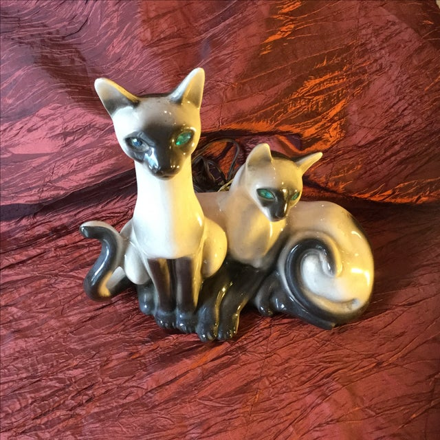 Cottage Mid-Century Siamese Cat Lamp For Sale - Image 3 of 7