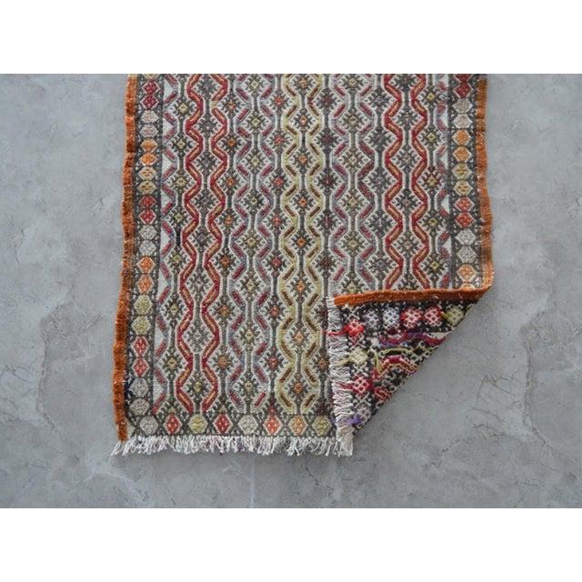 Textile Handwoven Turkish Kilim Rug Pastel Colors Area Rug Petite Braided Kilim 1′6″ × 2′10″ For Sale - Image 7 of 8