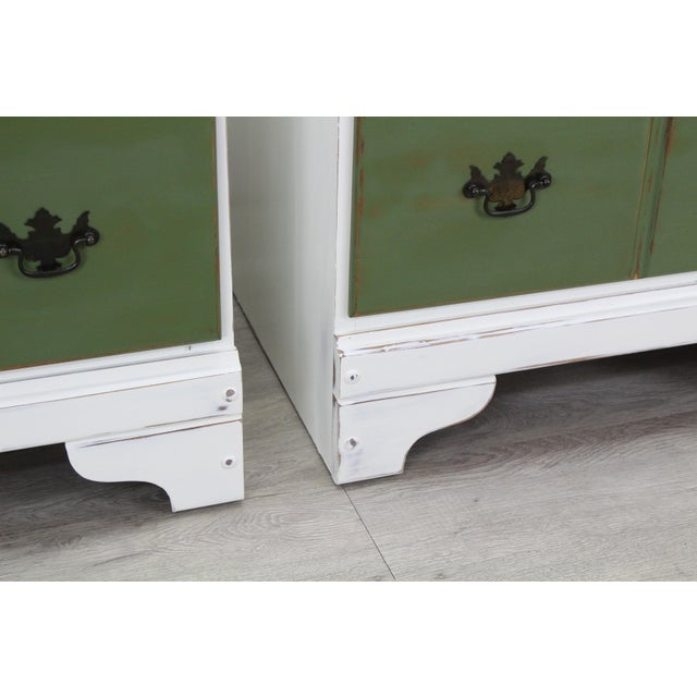 White Pair of Mid-Century 3-Drawers Nightstands, Provincial Nightstands For Sale - Image 8 of 11