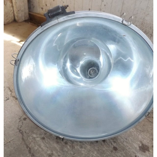 Industrial Wall Mounted Flood Light - Image 6 of 6
