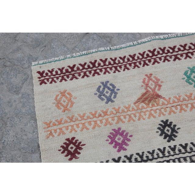 Beige Vintage Tradition Turkish Kilim Rug - 2′ × 3′6″ For Sale - Image 8 of 10