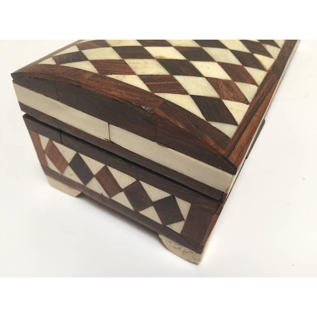 Vizagapatam Anglo-Indian Rectangular Box Inlaid With Bone and Sandalwood For Sale In Los Angeles - Image 6 of 10
