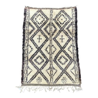 1970 Vintage Moroccan Beni Ourain Rug- 6′ × 9′2″ For Sale