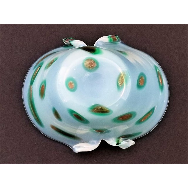 1950s Murano Opalescent Glass Vase or Bowl - Italy Mid Century Modern Minimalist Palm Beach Boho Chic Italian Venetian Sommerso For Sale In Miami - Image 6 of 12