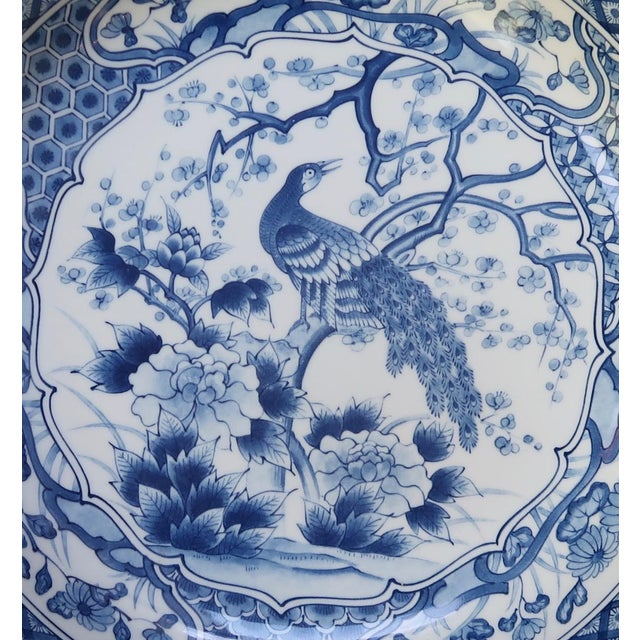 1950s Chinese Blue and White Charger With Scalloped Edges For Sale - Image 5 of 9