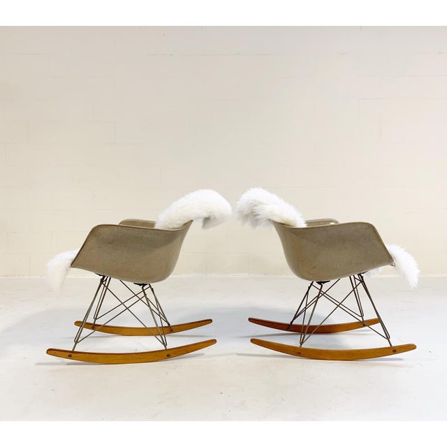 This pair of RARs is in excellent condition. We paired them with our soft and cozy Brazilian sheepskin. Herman Miller USA,...