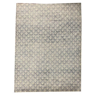 Contemporary Hand Knotted Silver and White Rock Shag Rug - 6′4″ × 9′9″ For Sale