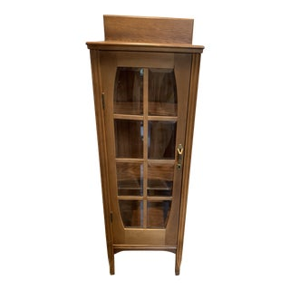 1930s Arts & Crafts Curio Cabinet With Turned Legs For Sale