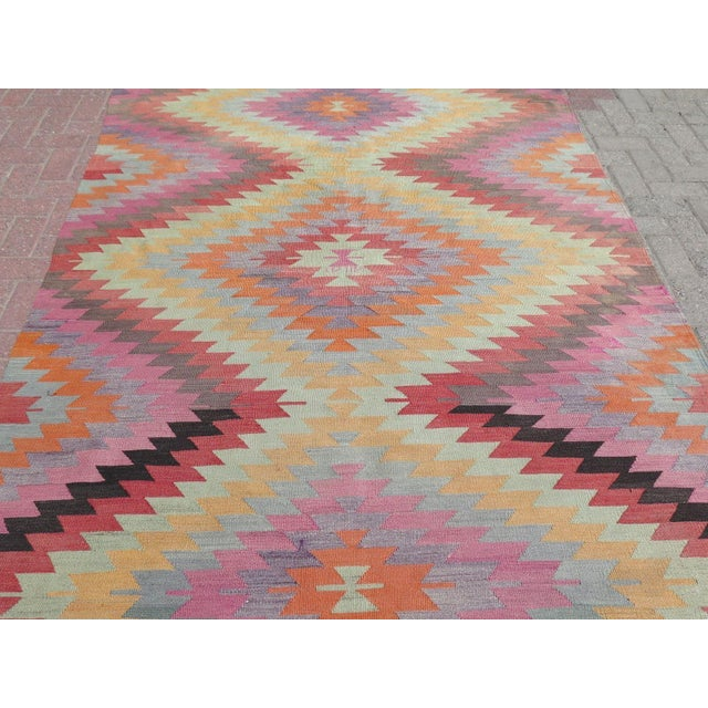 "Vintage Turkish Kilim Rug - 5'9"" X 9'3"" For Sale - Image 5 of 11"