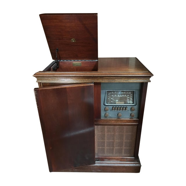 1940s Magnavox Radio and Phonograph Console For Sale