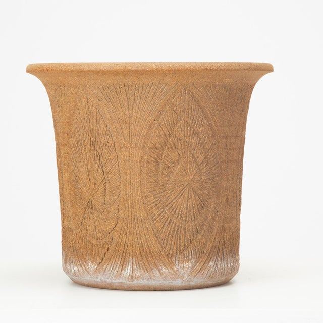 A 1970s handmade studio pottery planter by California ceramics artist Robert Maxwell. This example has a tulip shape that...