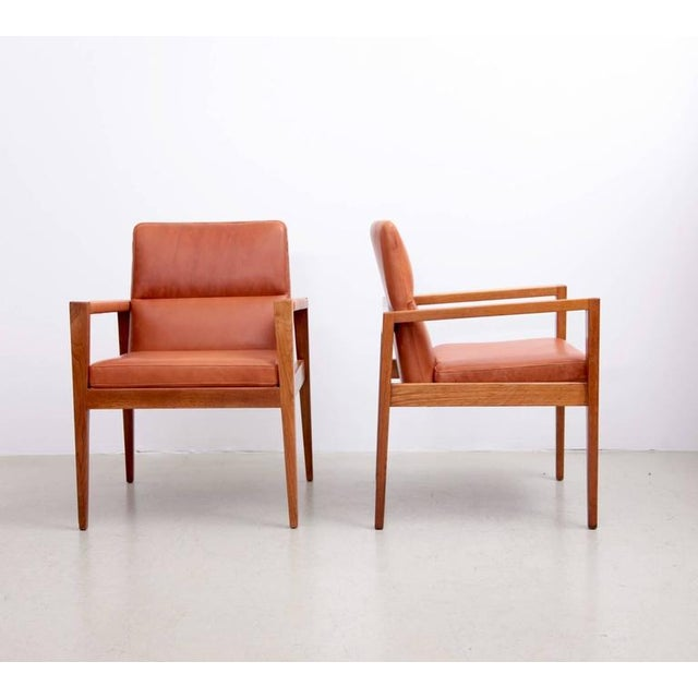Jens Risom Set of Ten Labeled Jens Risom Armchairs in Walnut in Cognac Leather For Sale - Image 4 of 9