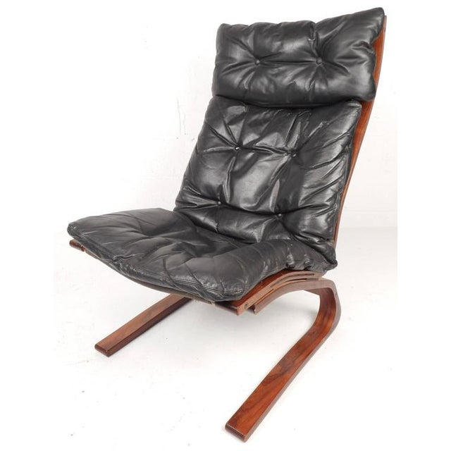 Stunning modern Ingmar Relling lounge chair and ottoman features a bent rosewood frame and tufted vintage leather. Unique...