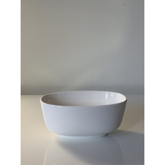 Villeroy & Boch Villeroy & Boch Affinity White Premium Porcelain Oval Salad Bowl - A Pair For Sale - Image 4 of 6