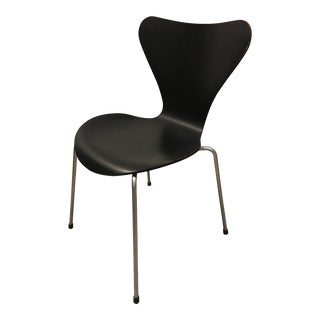 Contemporary Arne Jacobsen for Fritz Hansen Ash Black Series 7 Chair