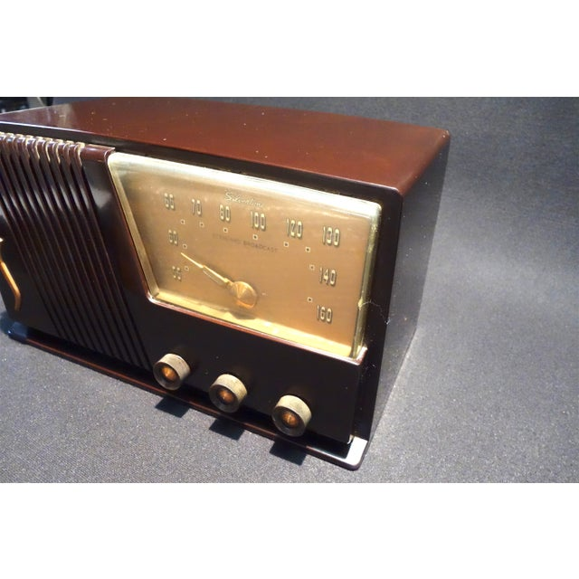 Silver Tone Circa 1950 Vintage Radio Offers a Wonderful Deco Look For Sale - Image 4 of 7