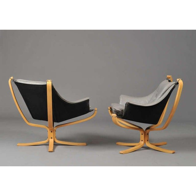 "Mid-Century Modern Pair of ""Falcon"" Armchairs by Sigurd Ressell For Sale - Image 3 of 7"