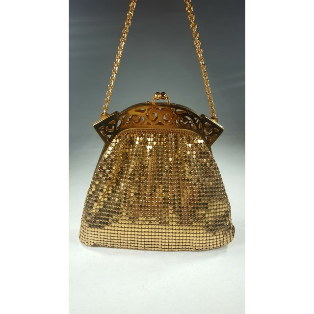 1940s Vintage Whiting and Davis Gold Mesh Evening Bag For Sale - Image 5 of 5