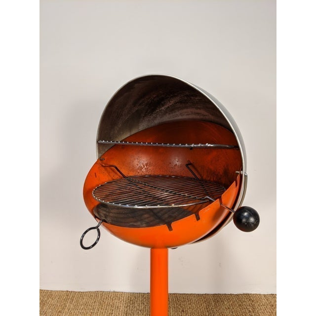 1960s Vintage Atomic Spherical Clamshell Shepherd Ball Grill by Bill Wiggins For Sale - Image 4 of 6