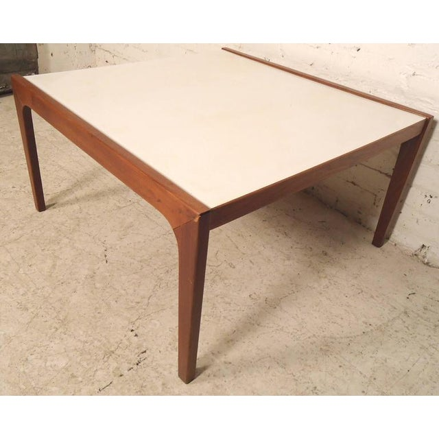 Mid-Century Modern Coffee Table For Sale In New York - Image 6 of 6