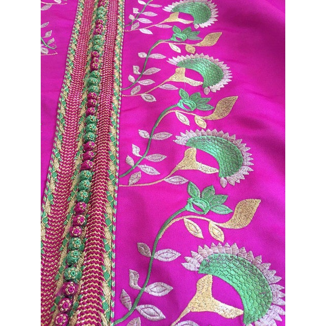 Gorgeous Moroccan Caftan in Hot Pink Fuchsia Maxi Dress Kaftan For Sale - Image 9 of 13