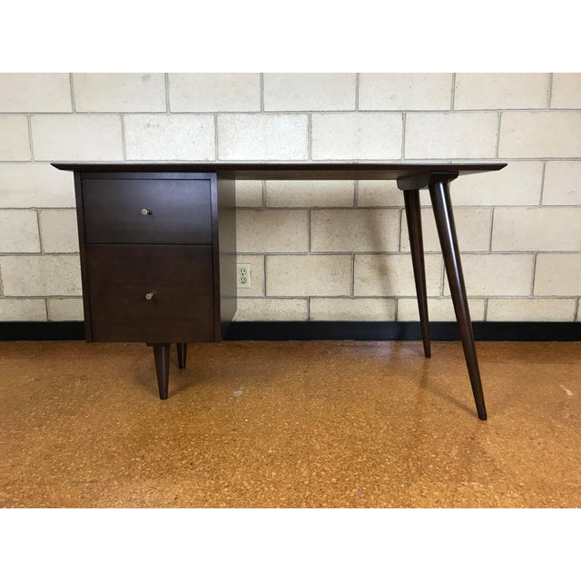Mid Century Modern desk designed by Paul McCobb for Winchendon Furniture; Planner Group - 1960's. This desk has been...