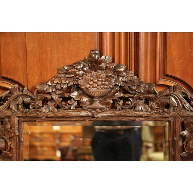 Black Forest 19th Century French Black Forest Carved Walnut Mirror With Grapes and Foliage For Sale - Image 3 of 7