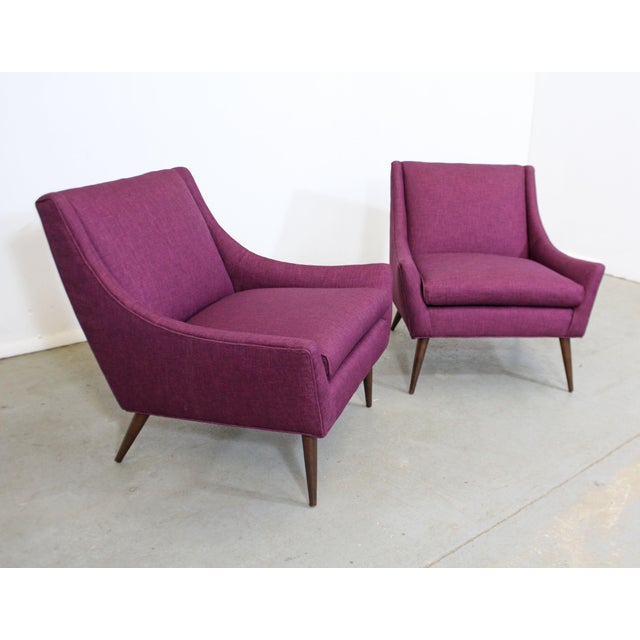 Offered is a pair of gorgeous mid-century modern lounge chairs similar to the style of Paul McCobb. Absolutely incredible...