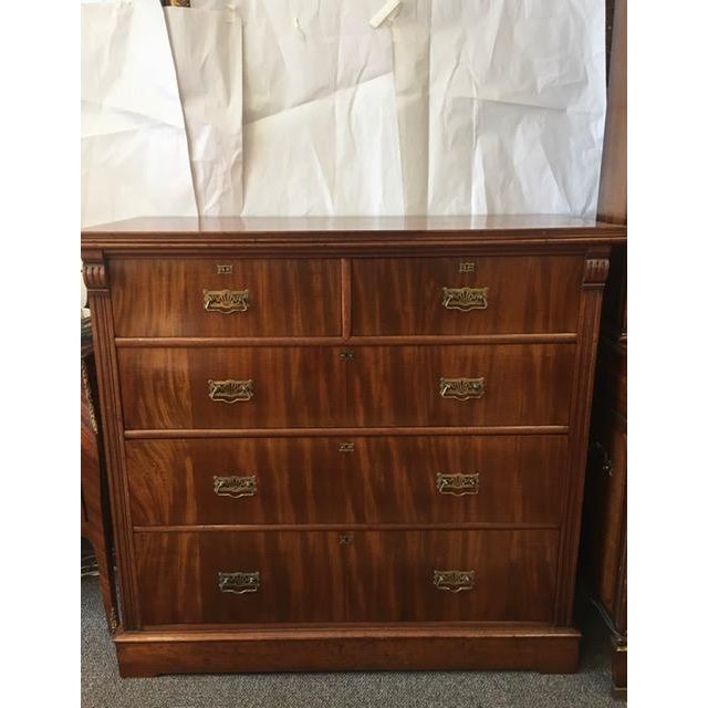 1900s Antique English Flamed Mahogany Chest Of Drawers For Sale - Image 10 of 10