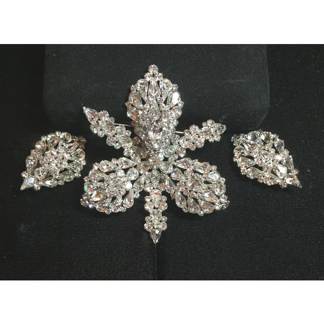 Massive Elsa Schiaparelli Crystal & Rhodium Orchid Brooch & Earrings, 1950s For Sale - Image 13 of 13