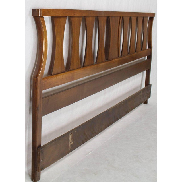 King-Size Mid-Century Modern Walnut Headboard Bed For Sale In New York - Image 6 of 7