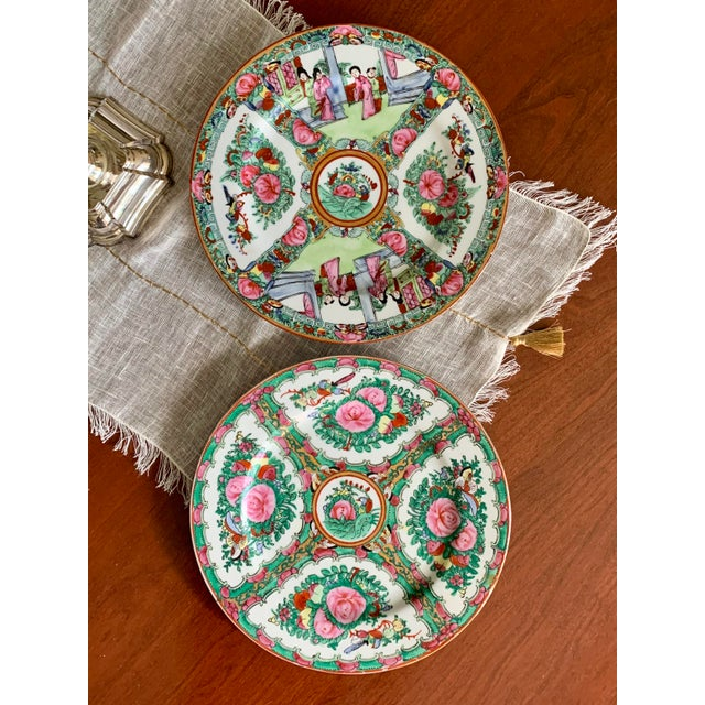 Chinoiserie 1970s Vintage Chinese Rose Medallion Famille Rose Hand Decorated Porcelain Plates - a Pair For Sale - Image 3 of 10