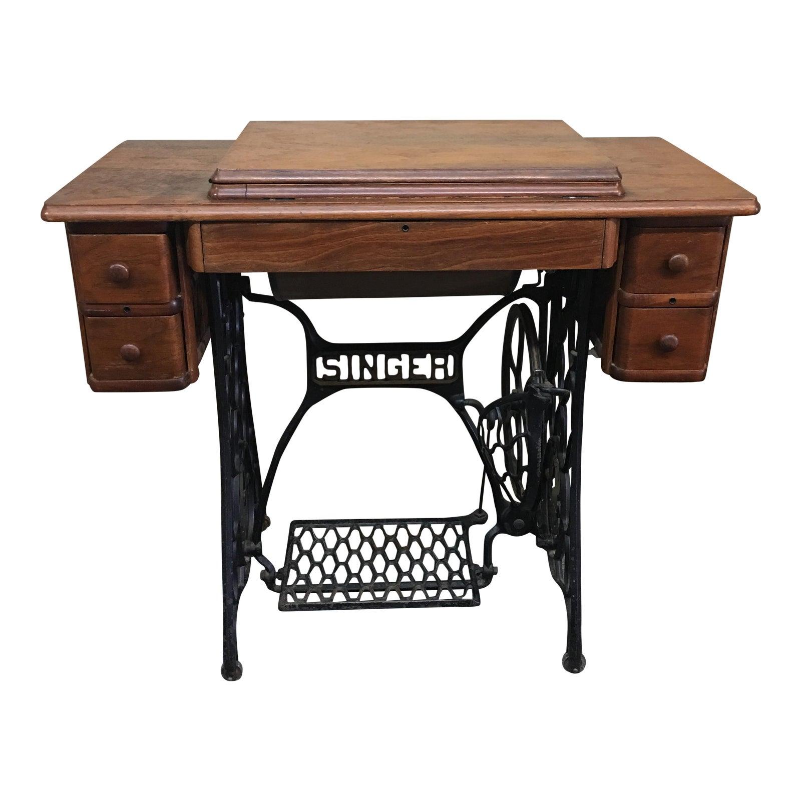 Singer Kitchens: Vintage Singer Sewing Machine & Original Cabinet