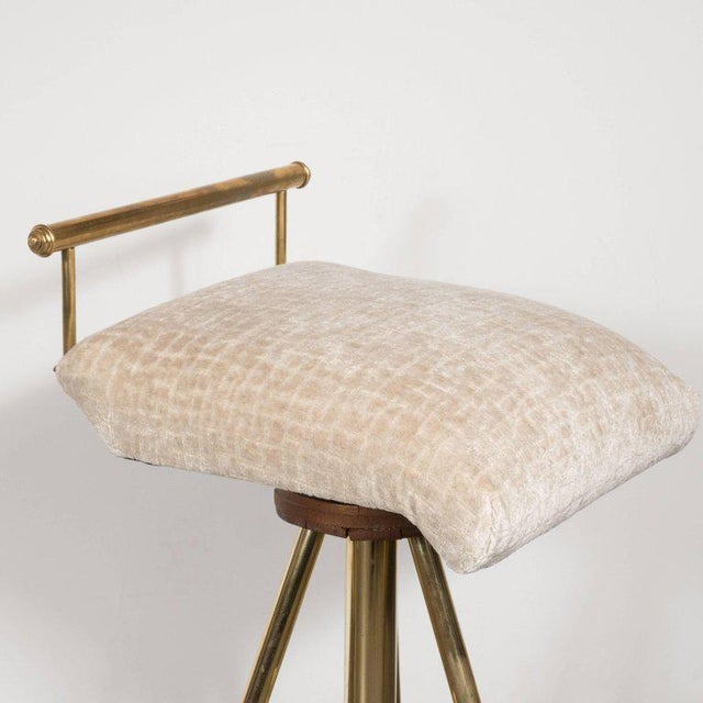 Mid-Century Modern Swivelling Brass Stool with Gauffraged Crocodile Velvet For Sale In New York - Image 6 of 10