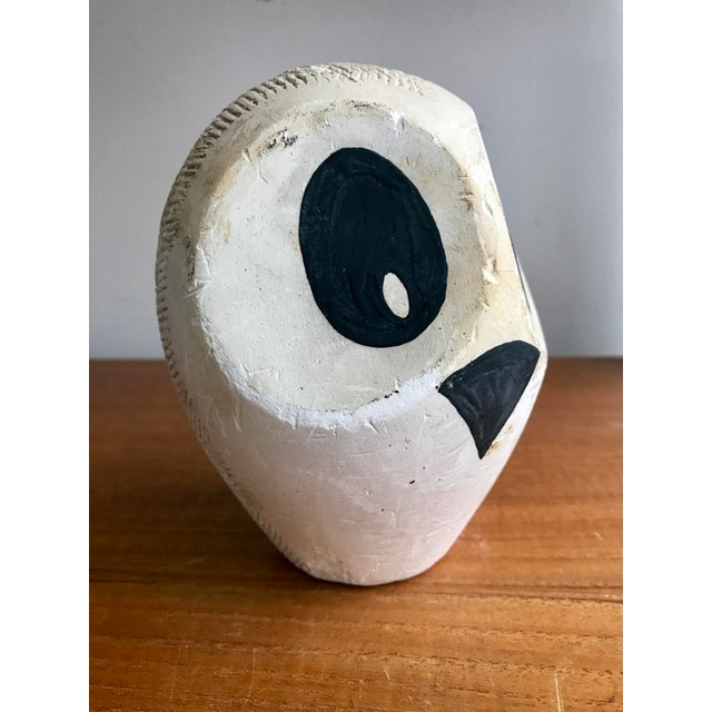 Bird lovers and admirers of modernist art will be tickled by this 1965 chalk ware specimen. Supreme mid Century styling...
