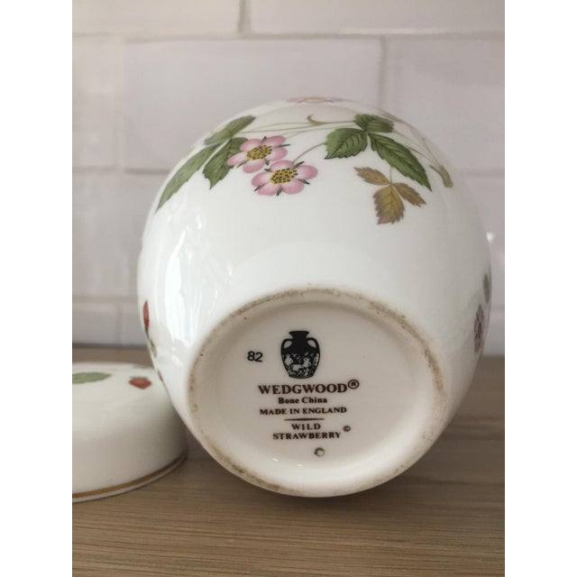 French Country Petite Wedgewood Wild Strawberry Ginger Jar For Sale - Image 3 of 7
