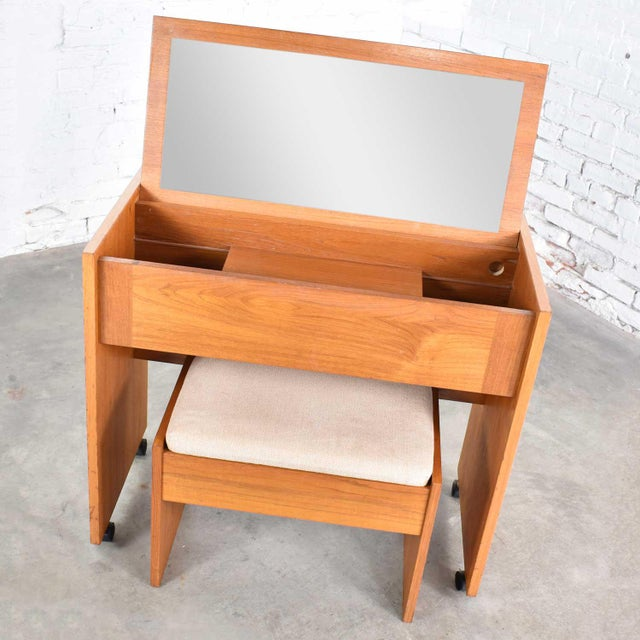 Mid-Century Modern Vintage Scandinavian Modern Teak Flip Open Rolling Make Up Vanity W/ Mirror and Bench For Sale - Image 3 of 13