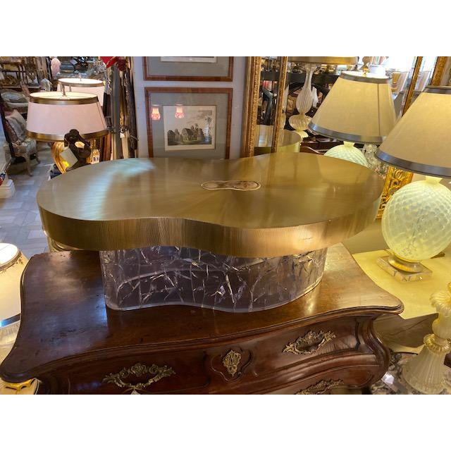 1960s Mid-Century Modern Acrylic and Brass Curved Coffee Table For Sale In Los Angeles - Image 6 of 12