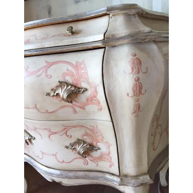 1900 - 1909 Antique 1900s Hand Painted Bombe Chest For Sale - Image 5 of 10