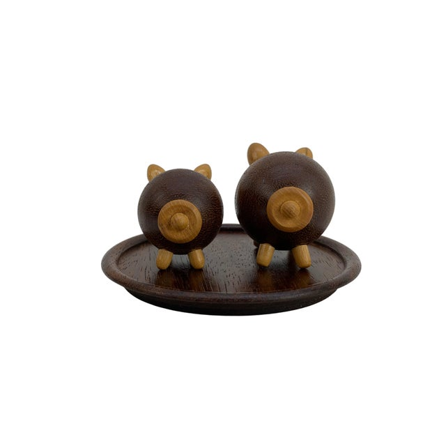 Handmade Walnut Pig Salt & Pepper Shakers on Tray For Sale In Seattle - Image 6 of 9