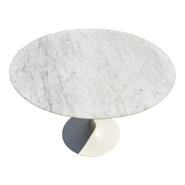 Eero Saarinen Knoll Tulip Round Carrara Marble Dining Table Chairish - Saarinen carrara marble table