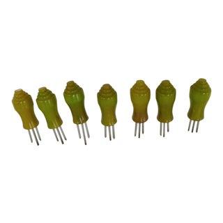 Modern Green Deco Bakelite Corn Cob Holders or Kob Knobs 1930s - Set of 7 For Sale
