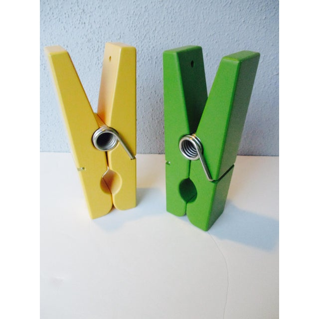 Add some modernist appeal to your office with this green wooden paperclip and golden Yellow Paperclip. It has a pre-...