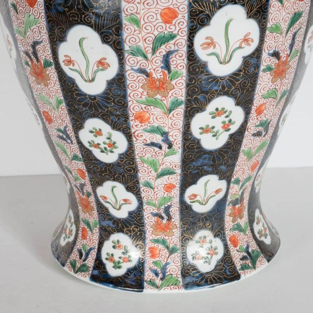 Asian Large-Scale Antique Chinese Porcelain Famille Verte Lidded Vases / Urns For Sale - Image 3 of 11