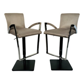1990s Modern Elite Manufacturing Adjustable Swivel Bar Stools - a Pair For Sale