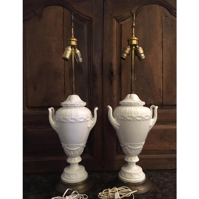 1910s 20th Century Wedgwood Style Porcelain Lamps Cameo Medallion French Empire - a Pair For Sale - Image 5 of 13