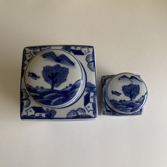 Americana Asian Chinoiserie Blue & White Ceramic Canisters, Set of Two For Sale - Image 3 of 10