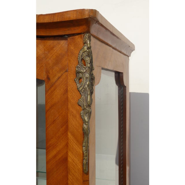 Burlwood Vintage French Provincial Curio Cabinet Display Case Vitrine W Burlwood and Ormalu For Sale - Image 7 of 13